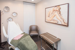 Center for Cosmetic Surgery Check-up and Consultation room